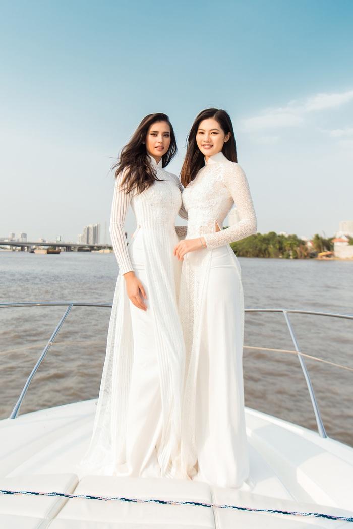 Hoa hậu Anntonia Porsild diện áo dài trên du thuyền cùng Hoa khôi Vũ Hương Giang
