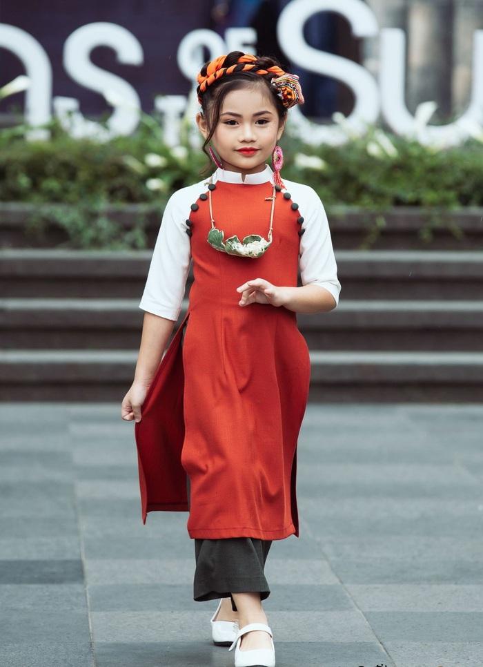 (anh Đăng) NTK Minh Phương: Chọn lối đi mới từ áo dài trẻ em - Ảnh 4.