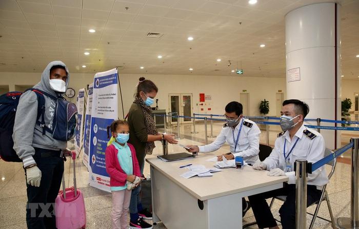 Tạm dừng cấp thị thực người nước ngoài nhập cảnh vào Việt Nam trong 30 ngày - Ảnh 1.