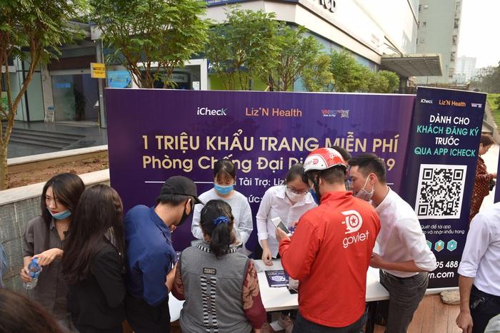 1 triệu khẩu trang miễn phí được phát cho người dân Hà Nội, TPHCM - Ảnh 2.