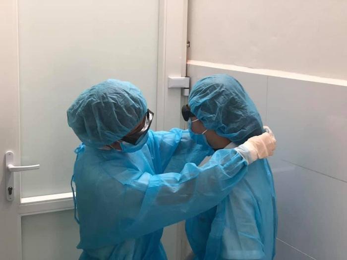 Bộ Y tế xác nhận TP.HCM có thêm 4 người nhiễm COVID-19 - Ảnh 1.