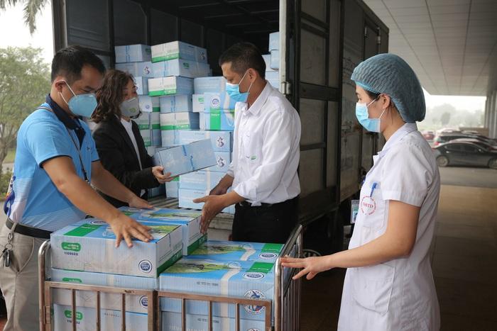 Sữa Cô Gái Hà Lan tiếp tục ủng hộ tiền và sản phẩm trị giá 2 tỷ đồng để phòng chống dịch Covid-19 - Ảnh 2.