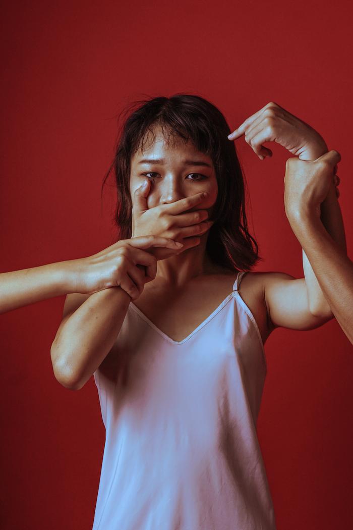 Thông điệp từ nỗi ám ảnh của những bức ảnh màu đỏ - Ảnh 3.