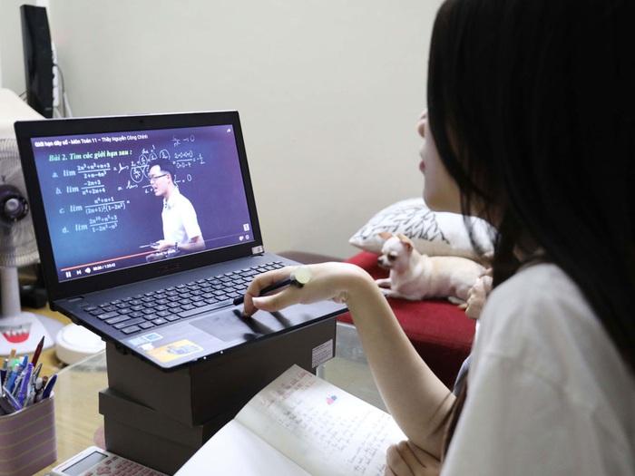 Bộ GD&ĐT công bố chi tiết giảm tải chương trình cho học sinh các cấp - Ảnh 1.
