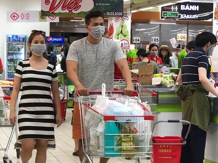 Hà Nội: Đóng tất cả cửa hàng trong 2 tuần, trừ thực phẩm, xăng dầu, thuốc  - Ảnh 1.