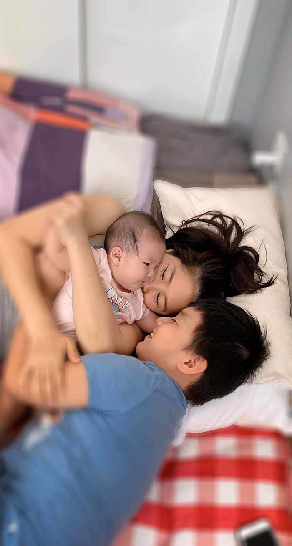 """Lê Phương """"nở mũi"""" vì con trai 8 tuổi hát hay như bố dượng, tự lập, giỏi chăm em - Ảnh 4."""