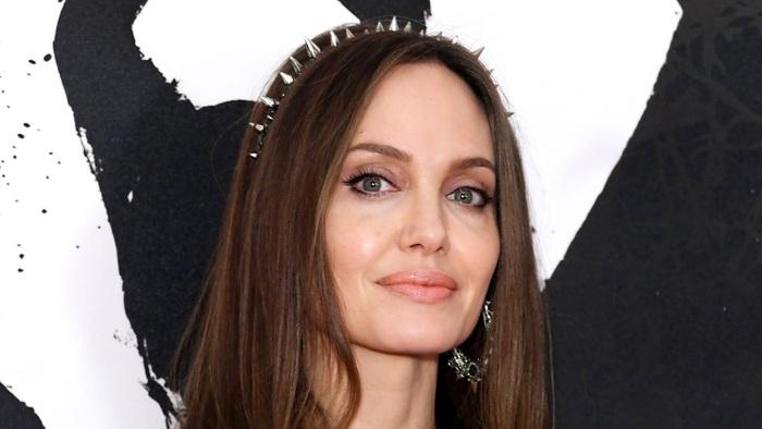 Angelina Jolie tặng 1 triệu USD giúp trẻ em giữa đại dịch Covid-19 - Ảnh 1.
