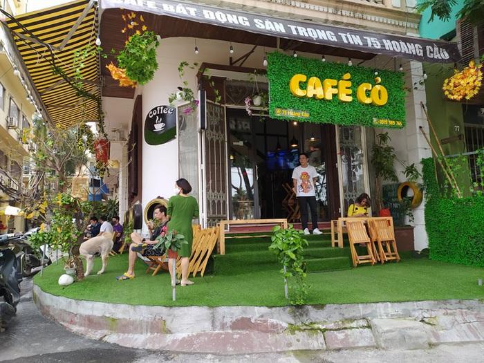 """Nhiều quán cafe ngang nhiên """"chống lệnh đóng cửa"""" của Chủ tịch Hà Nội - Ảnh 1."""