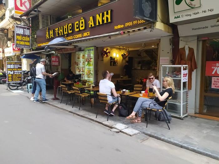 """Nhiều quán cafe ngang nhiên """"chống lệnh đóng cửa"""" của Chủ tịch Hà Nội - Ảnh 5."""