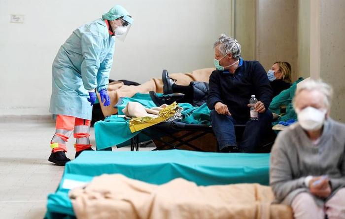 Một phòng trong bệnh viện dã chiến ở Lombardy