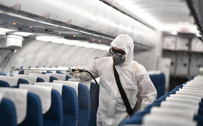 Các chuyến bay có trường hợp mắc COVID-19 được xử lý như thế nào? - Ảnh 1.