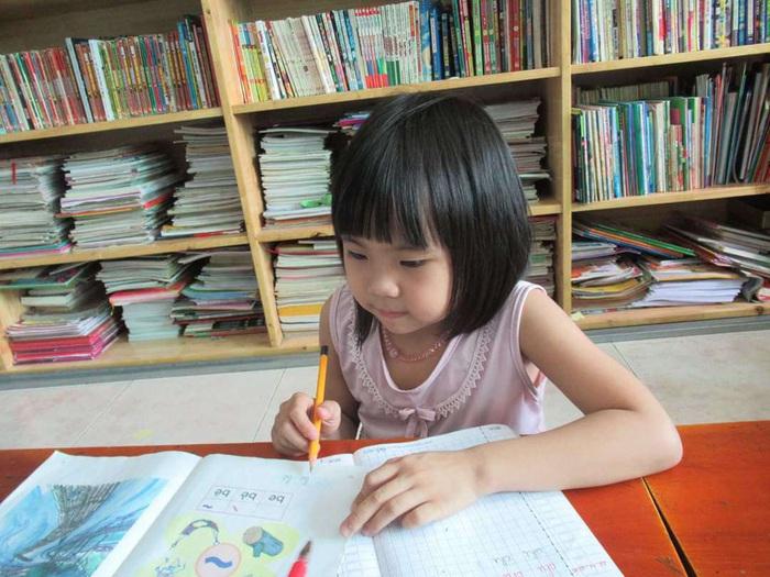 Ôm con từ Cà Mau lên Sài Gòn chữa ung thư, mẹ khóc nghẹn nghe bé nói muốn làm bác sĩ - Ảnh 4.