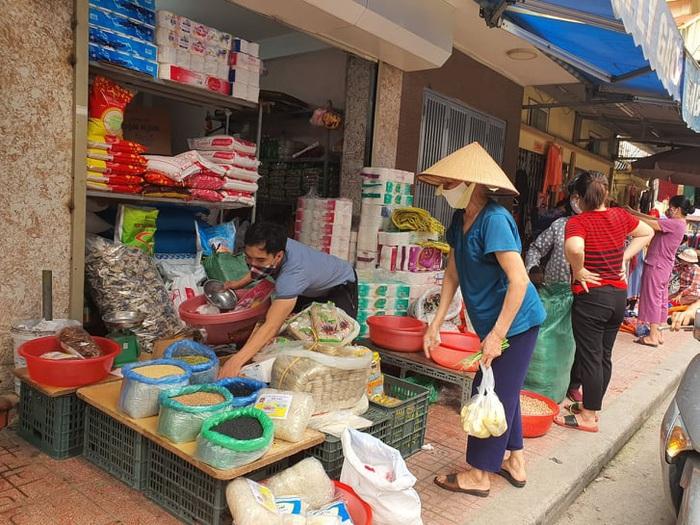 Người Hà Nội 'rút kinh nghiệm' mua hàng đủ dùng, không gom hàng, tích trữ  - Ảnh 6.