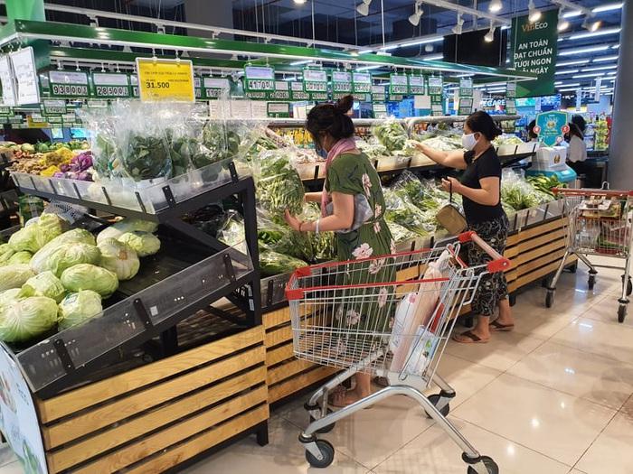 Người Hà Nội 'rút kinh nghiệm' mua hàng đủ dùng, không gom hàng, tích trữ  - Ảnh 7.