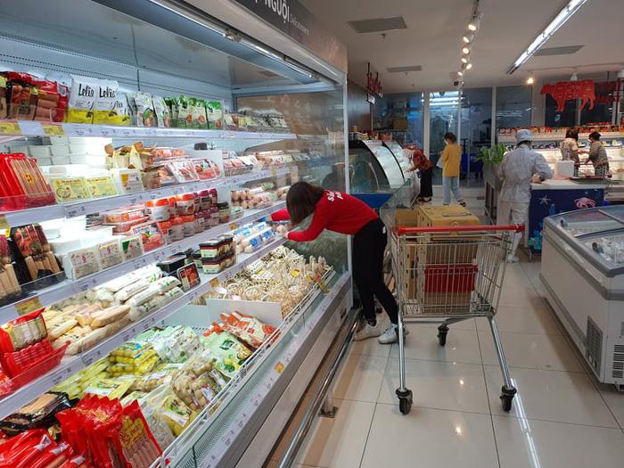 Người Hà Nội 'rút kinh nghiệm' mua hàng đủ dùng, không gom hàng, tích trữ  - Ảnh 8.