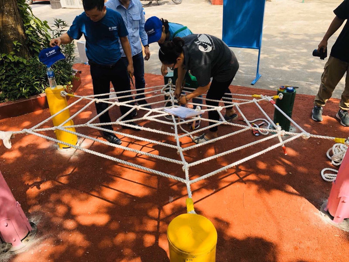 (anh Phú) 23 sân chơi được thực hiện từ mô hình làm đồ chơi bằng đồ tái chế - Ảnh 3.