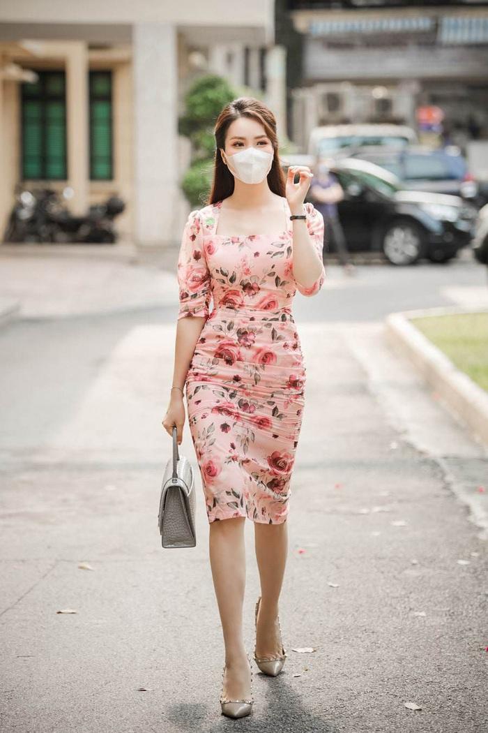 """Bảo Thanh đụngđầm ôm gợi cảmvới Á hậu Thụy Vân, ai cũng """"cân não"""" xem body nào đẹp nhất - Ảnh 3."""