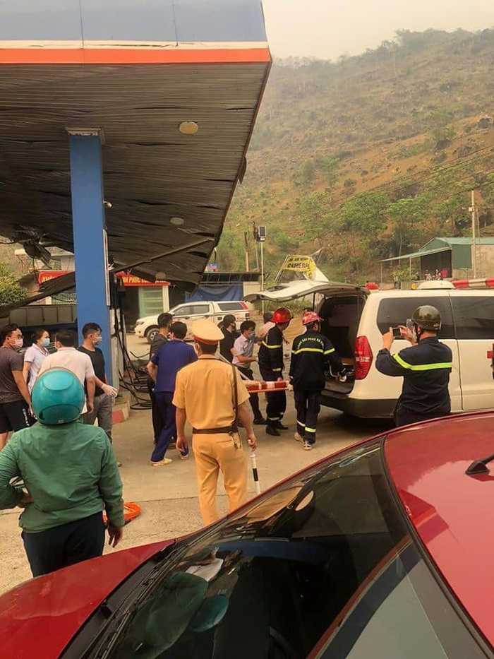 Lai Châu: Ô tô mất lái tông sập cây xăng, 5 người thương vong - Ảnh 4.