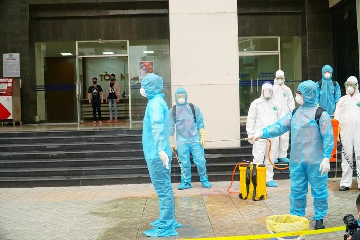 Hà Nội: Dỡ phong tỏa cách ly tòa nhà 34T Hoàng Đạo Thúy sau khi tiến hành phun khử khuẩn - Ảnh 5.