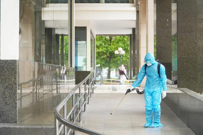 Hà Nội: Dỡ phong tỏa cách ly tòa nhà 34T Hoàng Đạo Thúy sau khi tiến hành phun khử khuẩn - Ảnh 4.