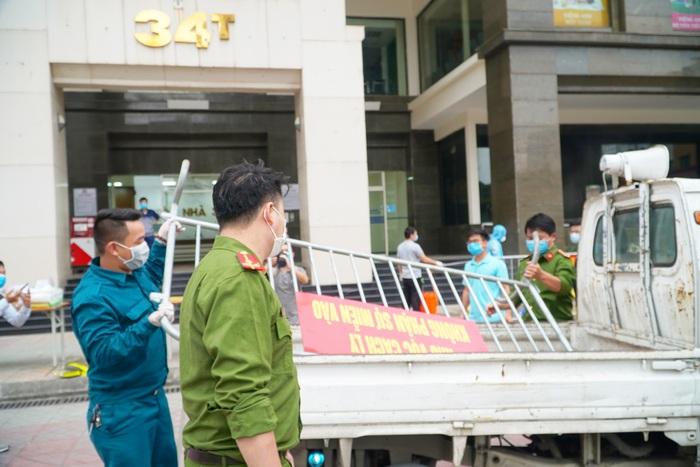 Hà Nội: Dỡ phong tỏa cách ly tòa nhà 34T Hoàng Đạo Thúy sau khi tiến hành phun khử khuẩn - Ảnh 6.