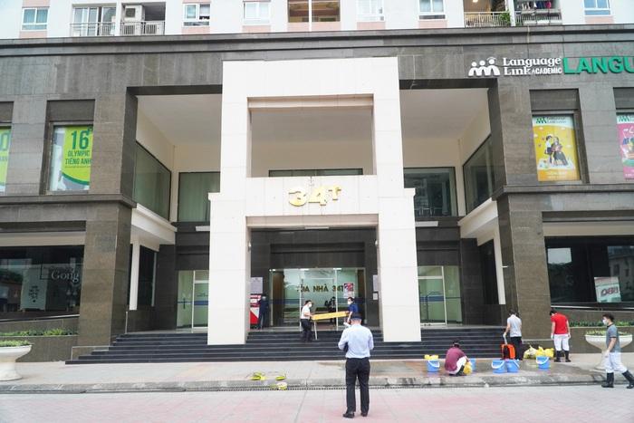 Hà Nội: Dỡ phong tỏa cách ly tòa nhà 34T Hoàng Đạo Thúy sau khi tiến hành phun khử khuẩn - Ảnh 8.