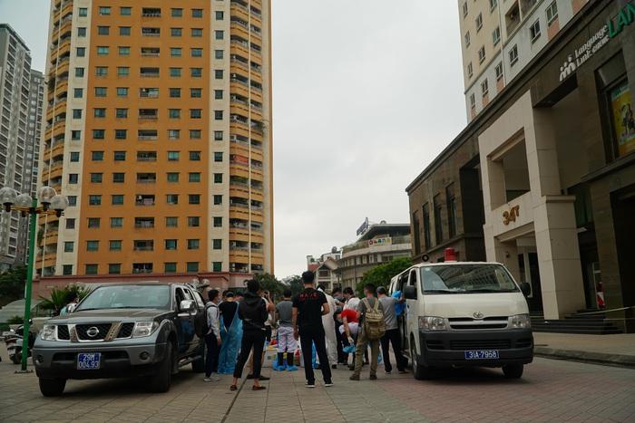 Phong tỏa tòa nhà 34T trên phố Hoàng Đạo Thúy vì có người dương tính với Covid-19 - Ảnh 1.