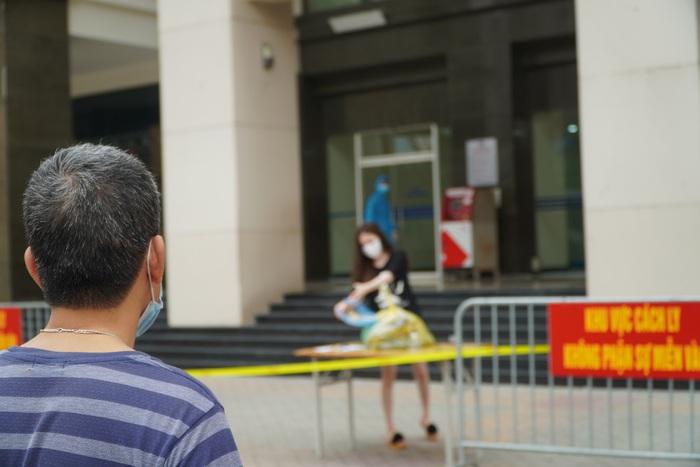 Phong tỏa tòa nhà 34T trên phố Hoàng Đạo Thúy vì có người dương tính với Covid-19 - Ảnh 13.