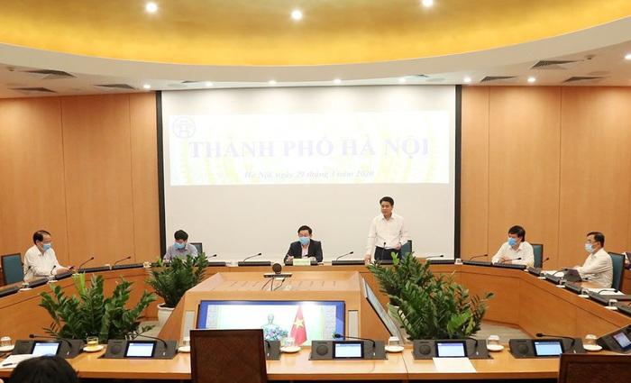 """Chủ tịch Hà Nội cảnh báo những """"đám cháy nhỏ"""" Covid-19 từ Bệnh viện Bạch Mai - Ảnh 1."""