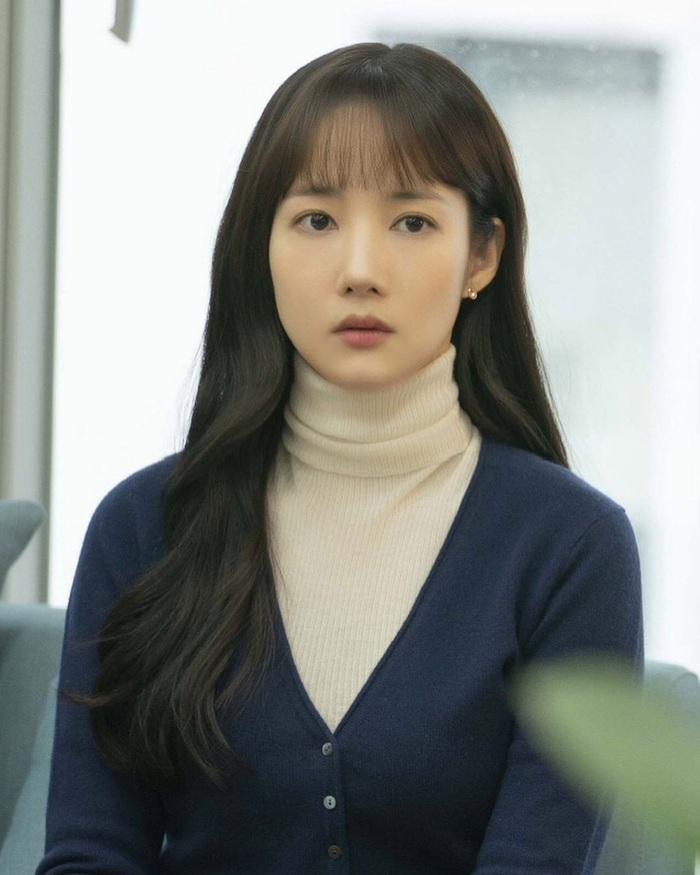 """Nhìn """"nữ hoàng dao kéo"""" Park Min Young mới thấy: Tóc mái sai một li, kém xinh đi một dặm - Ảnh 4."""