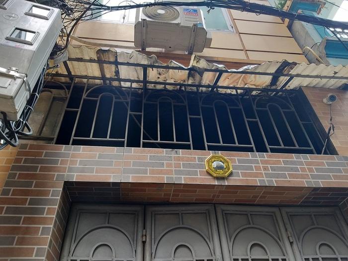 Nỗi buồn nặng trĩu của chủ nhà sau vụ cháy khiến 1 nữ sinh viên chết ngạt ở Hà Nội - Ảnh 1.