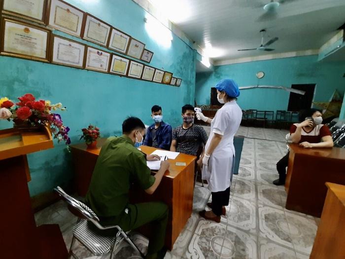 Quảng Ninh: Bắt giữ 43 trường hợp ra đường sau 22h để phòng chống lây lan dịch Covid-19 ra cộng đồng - Ảnh 1.