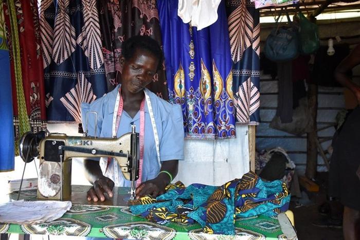 Vision Fund International giúp phụ nữ nghèo châu Phi vượt khó - Ảnh 1.