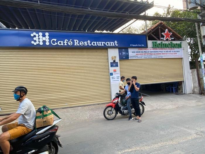 Người Sài Gòn chật vật thích nghi khi quán xá đóng cửa mùa dịch bệnh - Ảnh 4.