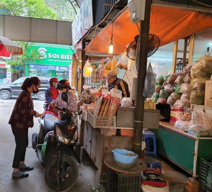 Hà Nội: Người dân vây kín chợ, siêu thị sau thông báo cách ly toàn xã hội  - Ảnh 5.