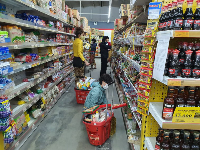 Hà Nội: Người dân vây kín chợ, siêu thị sau thông báo cách ly toàn xã hội  - Ảnh 9.