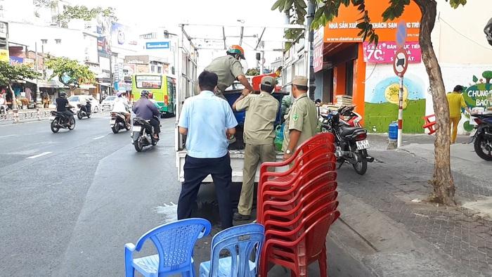 TP Hồ Chí Minh: Mạnh tay xử lý hành vi không đeo khẩu trang, tụ tập đông người - Ảnh 2.