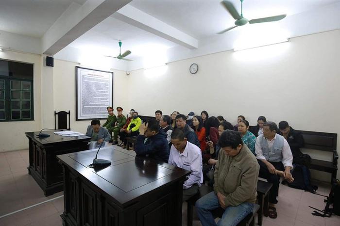 Nhiều bị hại đến tham dự phiên tòa và yêu cầu được bồi thường.