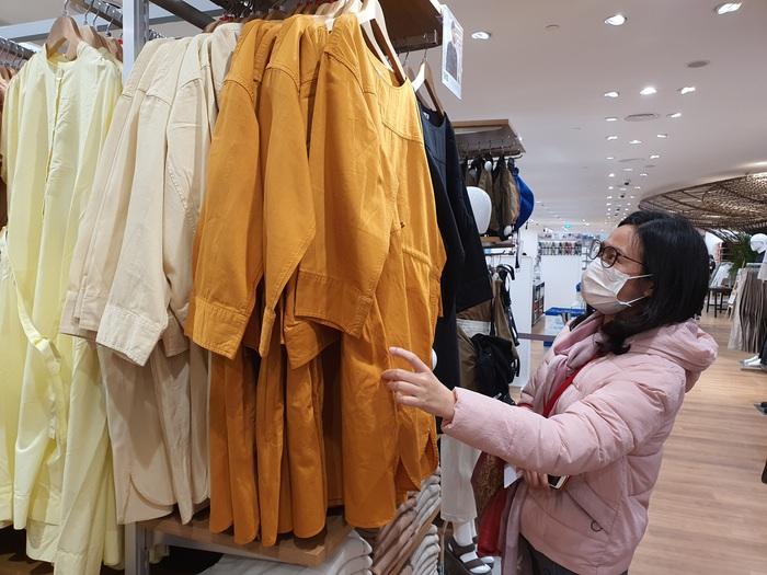Thương hiệu thời trang đình đám Nhật Bản giảm giá kịch sàn tại Hà Nội  - Ảnh 2.