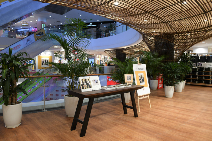 Điểm nhấn trong cửa hàng khu vực trưng bày nghệ thuật độc đáo đều được sáng tạo hoàn toàn từ tre, chất liệu thiên nhiên quen thuộc với người Việt do kiến trúc sư Võ Trọng Nghĩa thiết kế