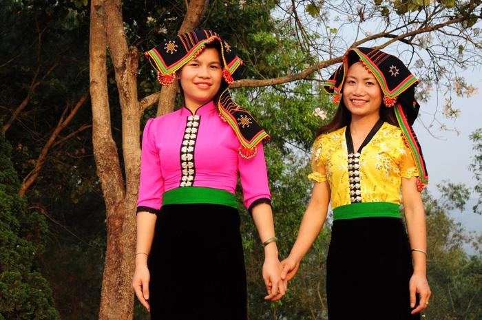 Lạc bước bởi nụ cười gái Thái và hoa ban trắng trời    - Ảnh 1.