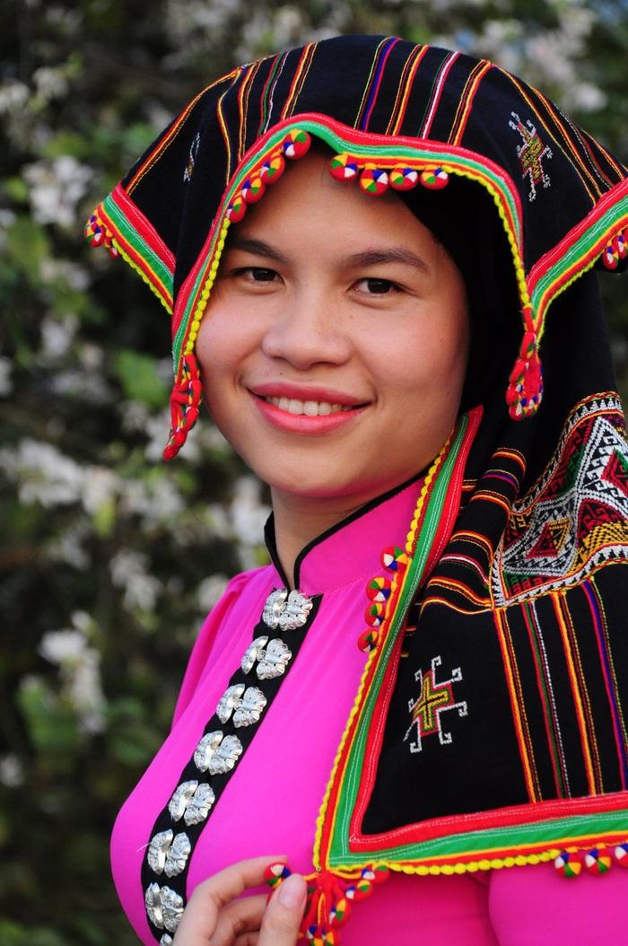 Lạc bước bởi nụ cười gái Thái và hoa ban trắng trời    - Ảnh 4.