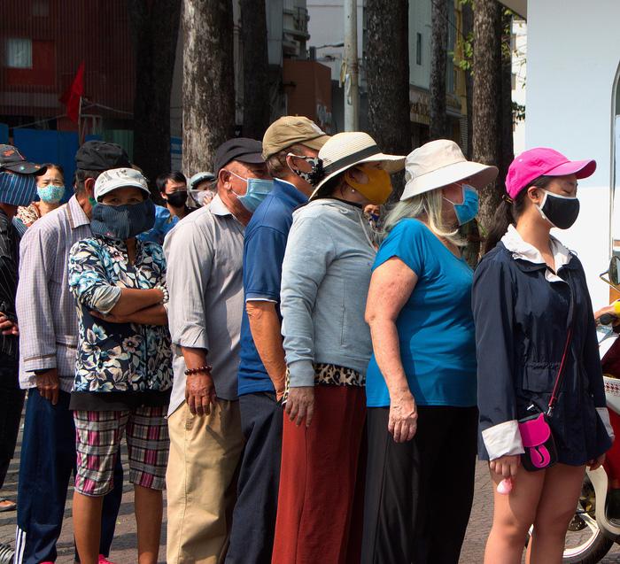 Chợ Sài Gòn vắng, Chợ Lớn vẫn đông - Ảnh 5.