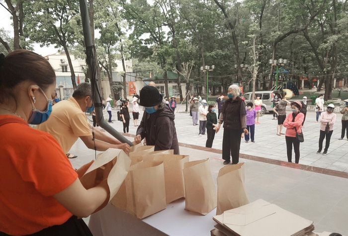 Cây ATM gạo miễn phí đầu tiên tại Hà Nội chia sẻ khó khăn trong mùa dịch Covid-19.  - Ảnh 7.