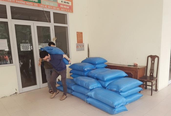 Cây ATM gạo miễn phí đầu tiên tại Hà Nội chia sẻ khó khăn trong mùa dịch Covid-19.  - Ảnh 4.