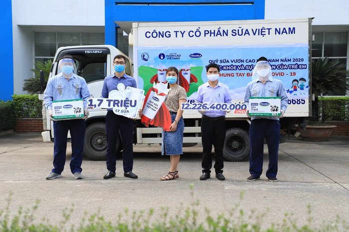 Vinamilk và Quỹ sữa Vươn cao Việt Nam dành 12,5 tỷ đồng tặng 1,7 triệu ly sữa cho trẻ em khó khăn trên cả nước - Ảnh 1.
