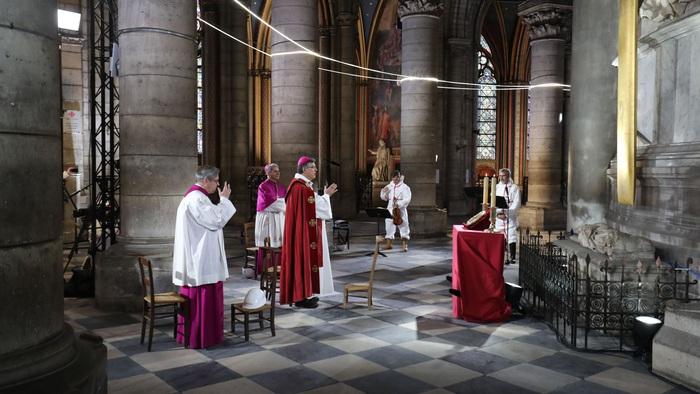 Covid-19 làm chậm tiến độ sửa sang Nhà thờ Đức Bà  - Ảnh 2.
