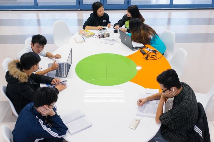 Nhiều trường đại học hỗ trợ sinh viên hàng chục tỷ đồng do đại dịch Covid-19 - Ảnh 1.