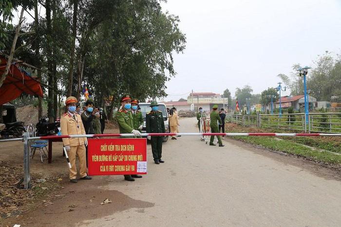 Hưng Yên: Phong tỏa 1 thôn hơn 1.400 người sau khi bệnh nhân 219 được công bố - Ảnh 3.