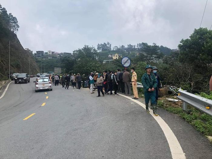 Xác định danh tính vụ ô tô đâm xe máy rồi lao xuống vực 4 người tử vong ở Vĩnh Phúc - Ảnh 1.